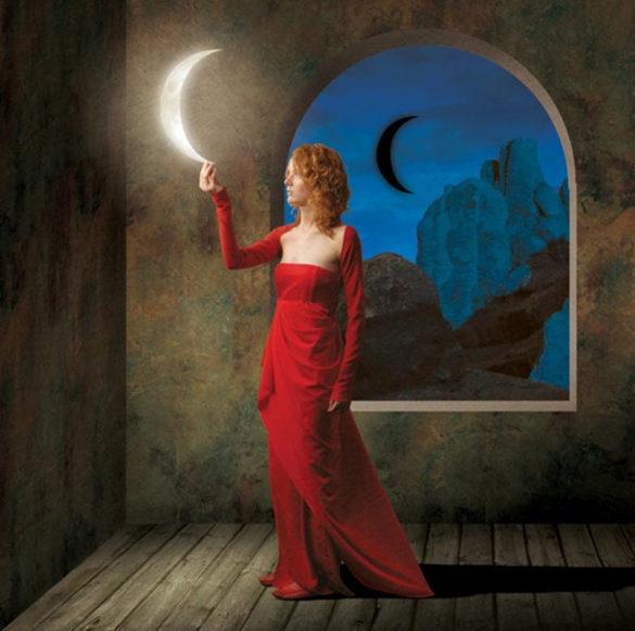 femeie-lună-Igor-Morski--e1585206887500
